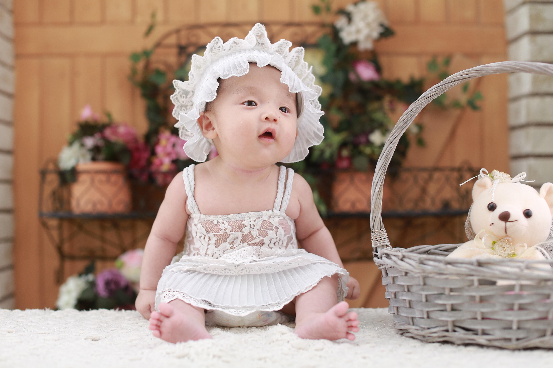 Hvornår er din baby klar til at sidde selv? Leg med Sanserne
